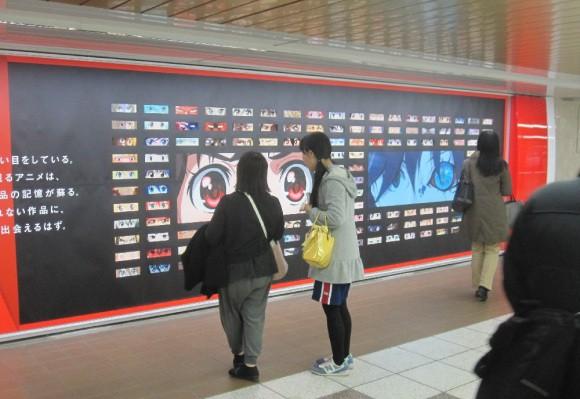Netflix phủ kín ga tàu đông đúc nhất Tokyo bằng 280 đôi mắt của nhân vật anime - Ảnh 3.