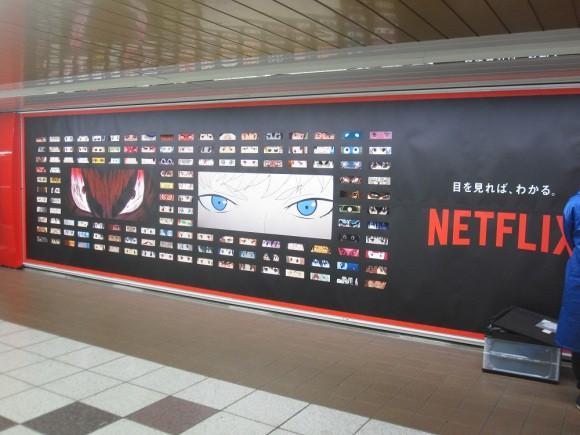 Netflix phủ kín ga tàu đông đúc nhất Tokyo bằng 280 đôi mắt của nhân vật anime - Ảnh 9.