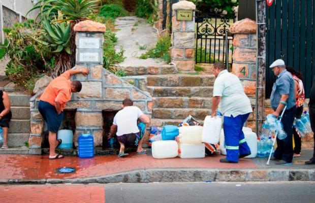 Cape Town, Nam Phi đang dần cạn kiện nước, doanh nhân bán hàng online chớp thời cơ để kiếm lời - Ảnh 2.