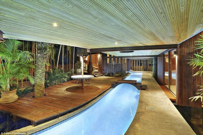 Ngôi nhà được xây dựng vào năm 1968 bởi kiến trúc sư Alfred Browning Parker với mục đích để ở.