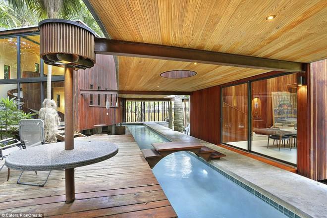 Bạn có thể bơi qua các phòng - hoặc giữ chân khô và đi qua những cây cầu nối.