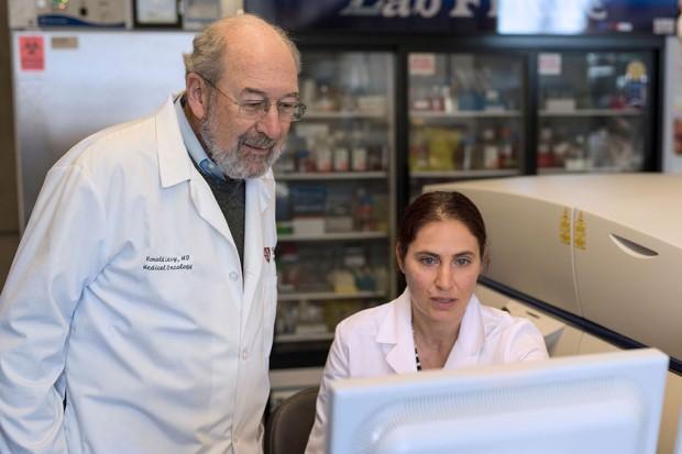 Tác giả nghiên cứu: Giáo sư Ronald Levy và Sagiv-Barfi tại Đại học Stanford