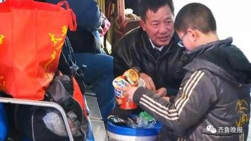 Dùng thùng sơn thay vali: Xu hướng hot nhất mùa Xuân vận 2018 tại Trung Quốc - Ảnh 2.