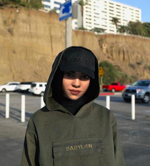 Miquela - Người mẫu ảo nổi tiếng nhất Instagram với 542.000 người theo dõi: mẫu là ảo, nhưng quần áo được gửi tặng là thật! - Ảnh 2.