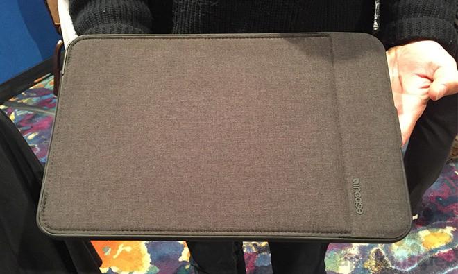 [CES 2018] Chiếc túi chống sốc này vừa có tác dụng bảo vệ, vừa làm pin dự phòng cho laptop của bạn - Ảnh 2.