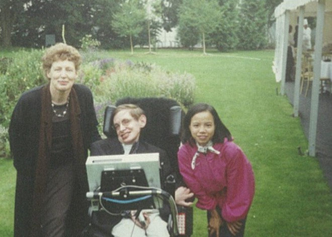 Chuyện ít biết về con gái nuôi người Việt của nhà bác học Stephen Hawking - Ảnh 4.