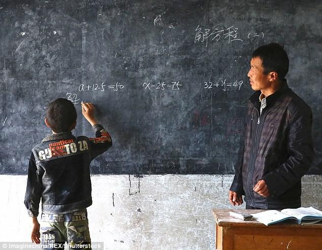 Dù nắng hay mưa, người thầy vẫn tận tụy đến trường để dạy cho 1 học sinh duy nhất - Ảnh 3.