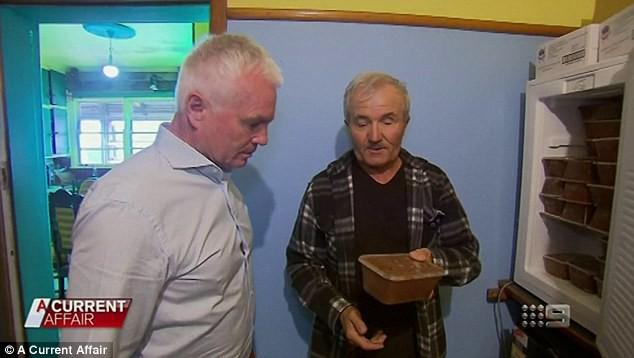 Lo sợ ngày tận thế, người đàn ông xây hầm trú ẩn trữ 400 chiếc quần lót, 6,000 lít nước và 120kg mật ong - Ảnh 1.