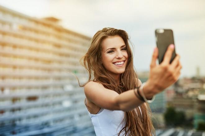 Chính việc chụp ảnh selfie sai cách đã khiến mũi bạn to hơn bình thường đến 30% - Ảnh 1.