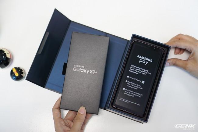 Mở hộp Samsung Galaxy S9+ Tím Lilac bản chính thức: Đẳng cấp thời trang là đây! - Ảnh 3.