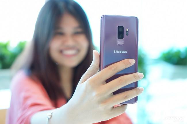 Mở hộp Samsung Galaxy S9+ Tím Lilac bản chính thức: Đẳng cấp thời trang là đây! - Ảnh 8.