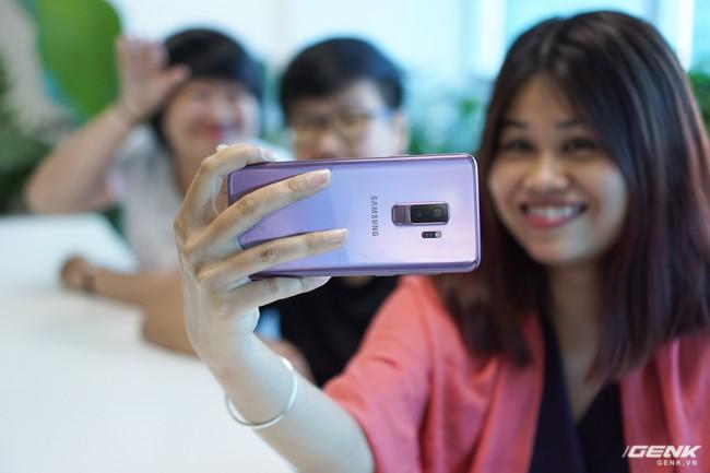 Mở hộp Samsung Galaxy S9+ Tím Lilac bản chính thức: Đẳng cấp thời trang là đây! - Ảnh 13.