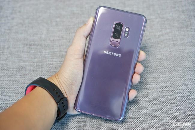 Mở hộp Samsung Galaxy S9+ Tím Lilac bản chính thức: Đẳng cấp thời trang là đây! - Ảnh 27.