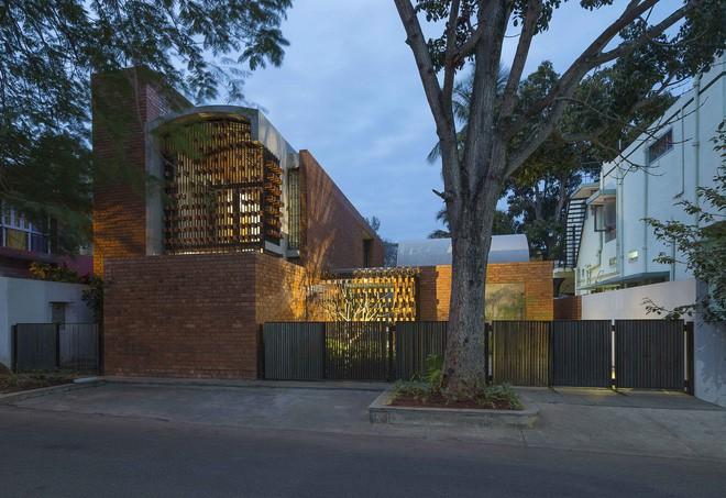 Ngôi nhà gạch ở Ấn Độ được tạp chí kiến trúc Mỹ khen ngợi vì khả năng chống nóng độc đáo - Ảnh 1.