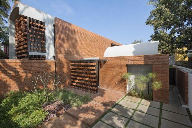 Ngôi nhà gạch ở Ấn Độ được tạp chí kiến trúc Mỹ khen ngợi vì khả năng chống nóng độc đáo - Ảnh 2.