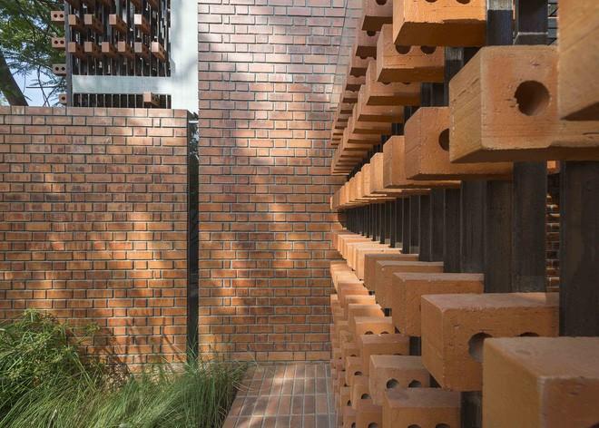 Ngôi nhà gạch ở Ấn Độ được tạp chí kiến trúc Mỹ khen ngợi vì khả năng chống nóng độc đáo - Ảnh 18.