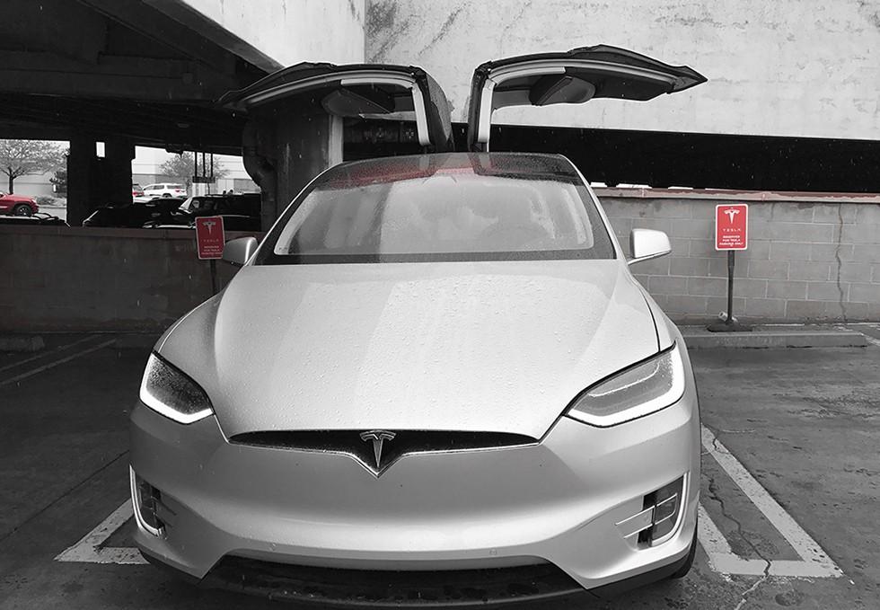 Trải nghiệm siêu xe điện Tesla Model X dưới góc nhìn dân công nghệ: đây chính là chiếc iPhone của làng xe hơi - Ảnh 1.