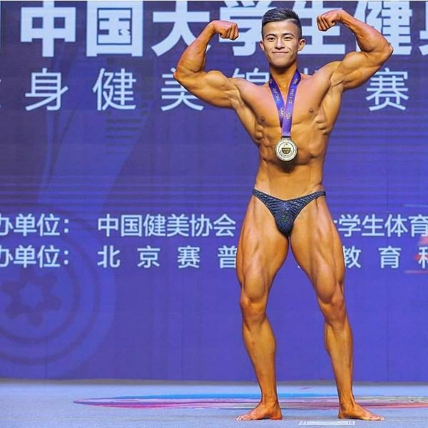 Nhờ xơi 70 lòng trắng trứng mỗi ngày, anh chàng 22 tuổi trở thành nhà vô địch thể hình cấp Đại học - Ảnh 1.