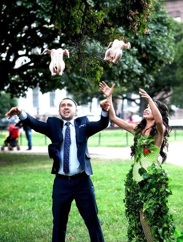 [Vui] Tổng hợp những ý tưởng chụp ảnh cưới độc dị nhất trên Internet - Ảnh 4.