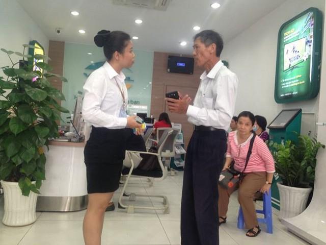 Người dân nháo nhác đăng ký thông tin vì sợ khóa SIM - Ảnh 3.