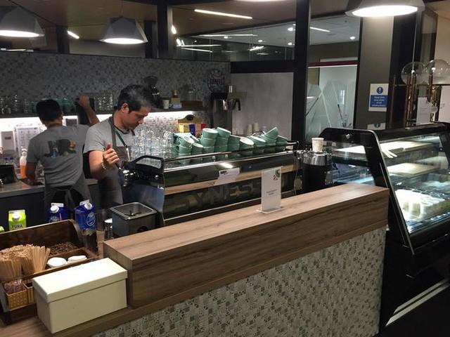 Nhiều quán cà phê miễn phí như thế này tại Google. Những thợ pha chế này đều là chuyên gia được mời để phục vụ cho nhân viên ở đây.