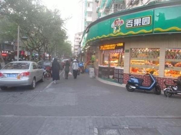 Nhặt được smartphone không cài mật khẩu lại có sẵn Alipay, người phụ nữ đi mua sắm điên cuồng rồi bị bắt - Ảnh 1.