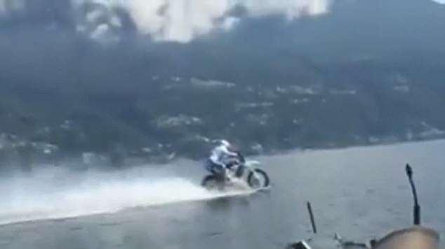Biker liều lĩnh lập kỷ lục thế giới nhờ chinh phục hồ nước ngọt lớn thứ 3 tại Ý bằng motor hai bánh - Ảnh 2.