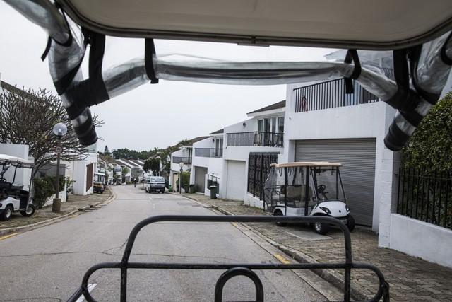 Xe ô tô Tesla hay Porsche cũng chẳng đắt bằng xe đánh golf chạy chậm như rùa của dân Hong Kong - Ảnh 4.