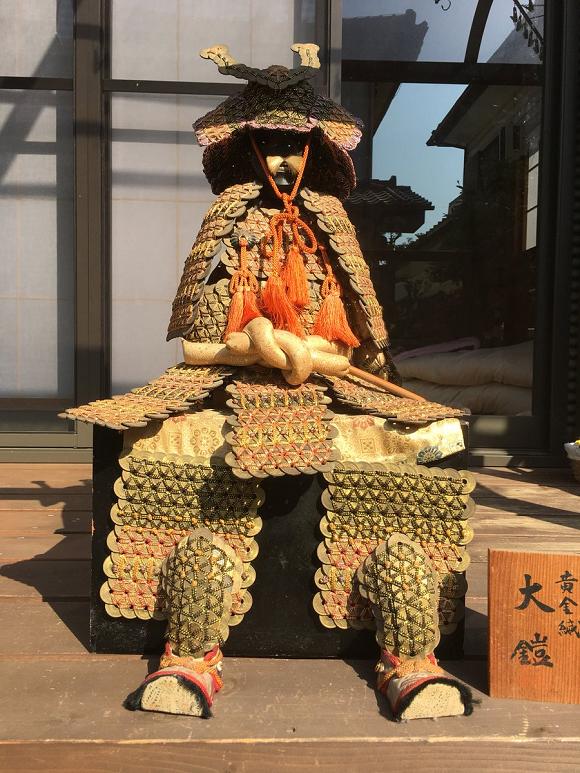 Bộ giáp samurai này được làm từ 1750 đồng xu, tác giả là một cậu bé tiểu học - Ảnh 4.