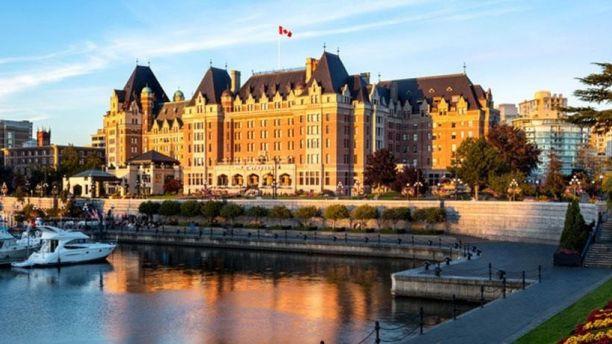 Vì một vali đầy ắp xúc xích pepperoni, người đàn ông Canada bị khách sạn 4 sao cấm cửa 17 năm - Ảnh 2.