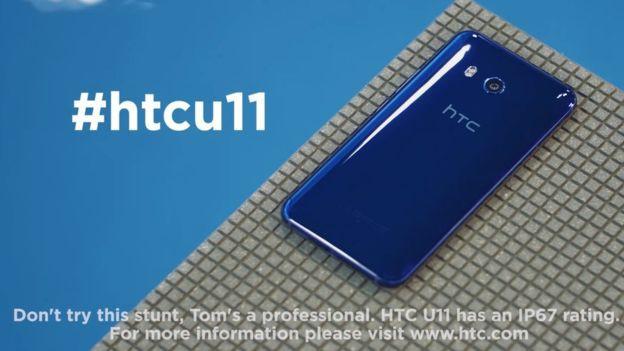 Quảng cáo smartphone U11 của HTC bị cấm vì gây hiểu lầm - Ảnh 1.