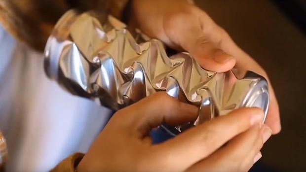 Anh nghệ sĩ này đã dành hàng năm trời biến những lon nước bỏ đi thành các tác phẩm nghệ thuật kỳ ảo - Ảnh 5.