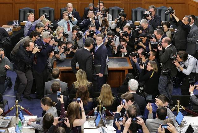 Nhìn lại lịch sử phát triển từ phòng ký túc xá tới khi lập ra đế chế Facebook của Mark Zuckerberg - Ảnh 28.