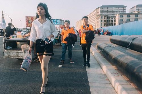 Cuộc sống tẻ nhạt bên trong thành phố iPhone, nơi sản xuất một nửa số Táo trên thế giới - Ảnh 1.