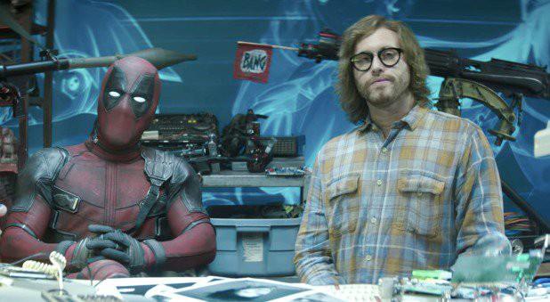 10 trò đùa mặn nhất Deadpool 2: Đá xoáy từ Marvel đến DC không sót một ai! - Ảnh 16.