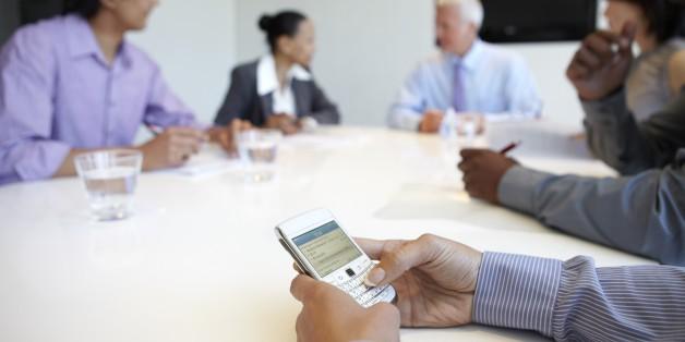 Chuyện về những vị sếp cấm đoán smartphone nơi công sở - Ảnh 4.