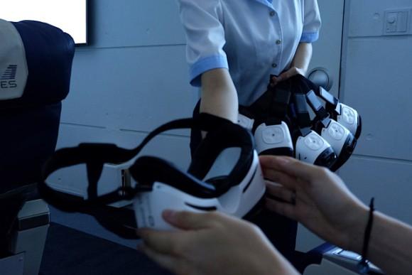 Chỉ với hơn 1 triệu, bạn có thể trải nghiệm khoang hạng nhất cùng đồ ăn sang trọng trên chuyến bay VR này - Ảnh 9.