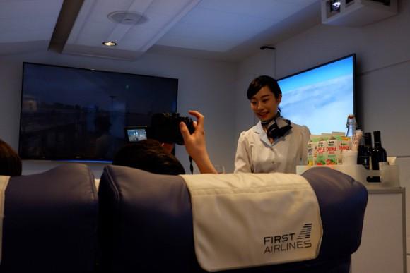 Chỉ với hơn 1 triệu, bạn có thể trải nghiệm khoang hạng nhất cùng đồ ăn sang trọng trên chuyến bay VR này - Ảnh 10.