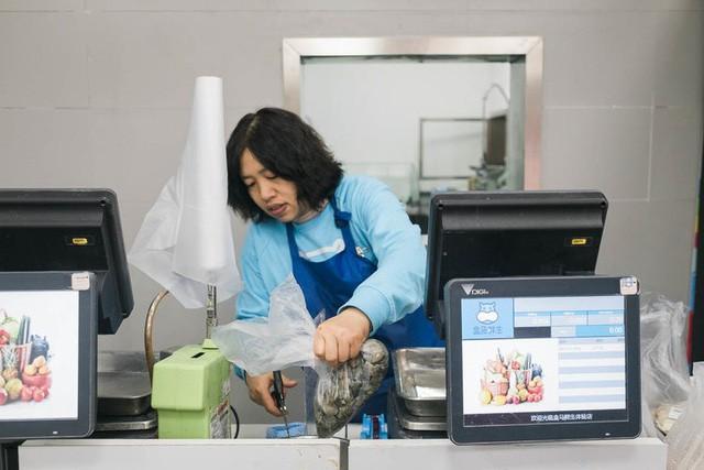 Siêu thị tương lai của Alibaba tại Trung Quốc đã vượt xa nước Mỹ: Giao hàng trong 30 phút, thanh toán qua nhân diện khuôn mặt - Ảnh 6.
