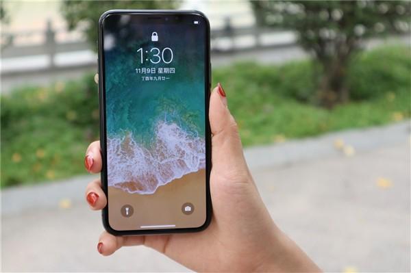 Tim Cook tiết lộ 99% khách hàng hài lòng với iPhone X, đập tan tin đồn Apple sẽ khai tử smartphone này trong năm nay - Ảnh 1.