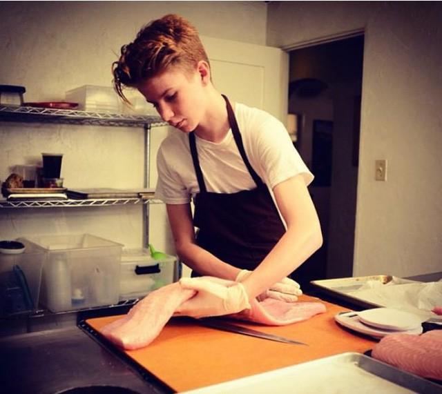 13 tuổi đã chủ động tìm đến những đầu bếp danh tiếng để học việc và 6 năm sau, cậu bé ngày nào khiến cả thế giới nghiêng mình kính nể - Ảnh 2.