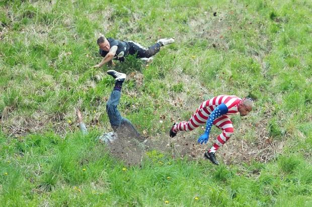 Vồ phô mai ở đồi Cooper: Lễ hội điên khùng và nguy hiểm bậc nhất nước Anh - Ảnh 9.