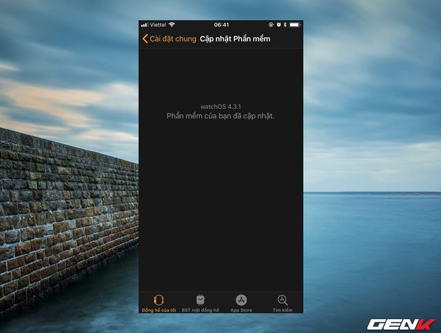 Bước 2: Tiến hành kiểm tra và cập nhật phiên bản watchOS của Apple Watch lên phiên bản watchOS 4.3.1. Cụ thể hãy kết nối Apple Watch với iPhone, mở ứng dụng Watch trên iPhone và truy cập vào Cài đặt chung > Cập nhật phần mềm.