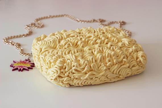 Xuất hiện loại ví y hệt vắt mì ăn liền, bán 4,5 triệu đồng vẫn ối người mua - Ảnh 7.