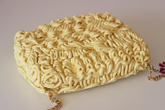 Xuất hiện loại ví y hệt vắt mì ăn liền, bán 4,5 triệu đồng vẫn ối người mua - Ảnh 10.