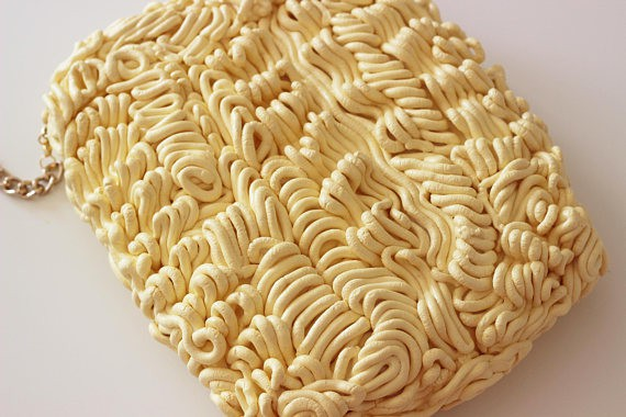 Xuất hiện loại ví y hệt vắt mì ăn liền, bán 4,5 triệu đồng vẫn ối người mua - Ảnh 11.