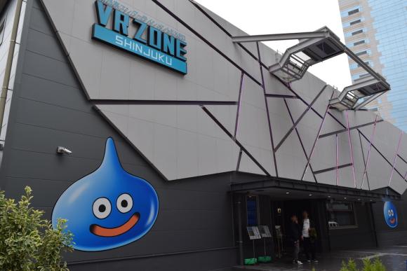 Xuất hiện phòng chơi Dragon Quest VR hoành tráng nhất Nhật Bản, ai cũng muốn được thử chơi một lần - Ảnh 1.