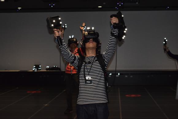 Xuất hiện phòng chơi Dragon Quest VR hoành tráng nhất Nhật Bản, ai cũng muốn được thử chơi một lần - Ảnh 3.
