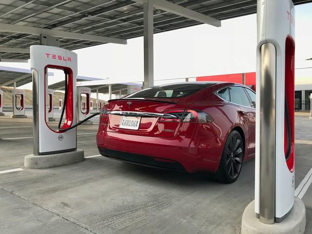 Bên trong trạm sạc điện cho xe ô tô Tesla hiện đại, nội thất chẳng kém gì khách sạn hạng sang, dự kiến bố trí thay các trạm xăng truyền thống - Ảnh 15.