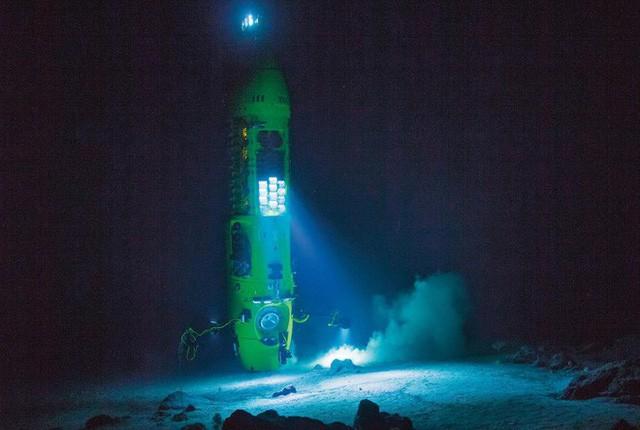 Nhật ký 3 giờ dưới vực Mariana sâu nhất Trái Đất của đạo diễn Titanic trứ danh - Ảnh 2.